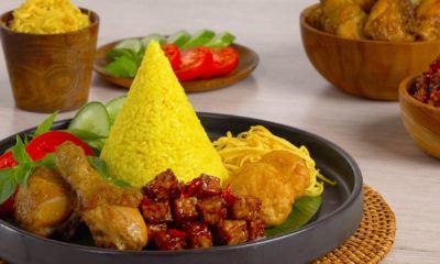 Cara membuat nasi tumpeng mini siap dinikmati.