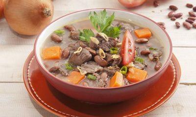 Sup kacang merah tersaji hangat.