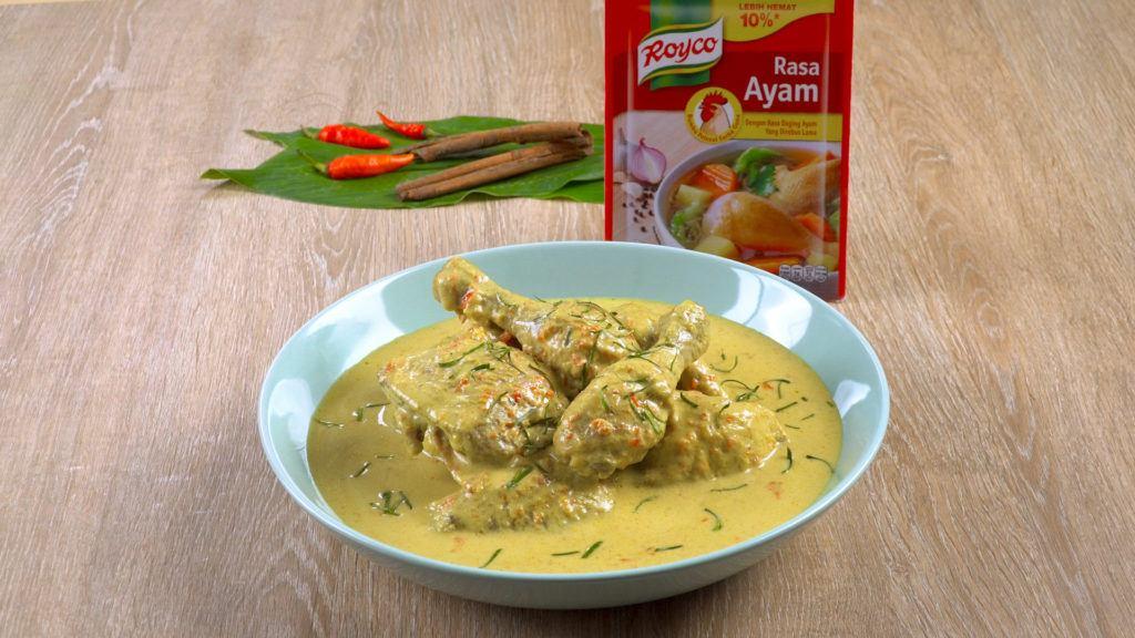 Semangkuk gulal ayam khas Padang