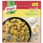 Satu sachet Royco Bumbu Siap Pakai Ayam Saus Telur Asin.