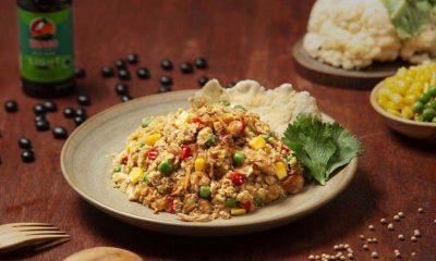 Sepiring nasi goreng kembang kol yang lebih sehat dan nikmat untuk keluarga.