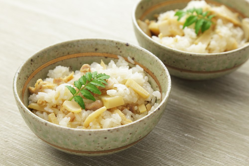 Rebung bambu tersaji bersama nasi dalam masakan Jepang.