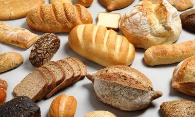 Berbagai jenis roti artisan seperti ciabatta dan sourdough.