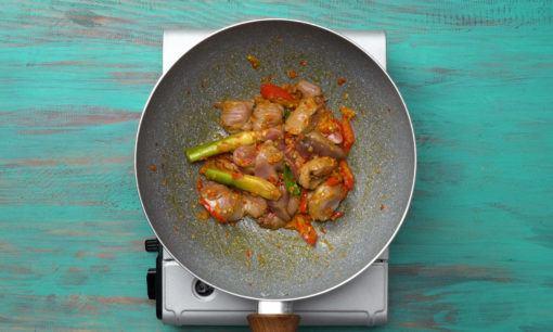 Ati ampela dimasak dengan tumisan bumbu halus.