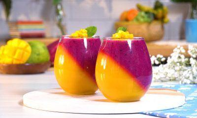 Puding buah naga dan mangga disajikan dalam dua gelas.