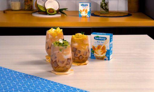 Es kelapa muda tiga rasa siap dinikmati.