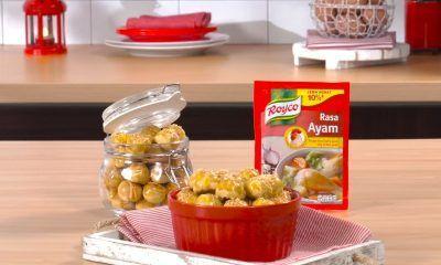 Hasil membuat resep nastar keju disajikan dalam mangkuk dan toples.