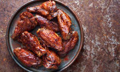Sepiring chicken wings dengan bumbu kecap.