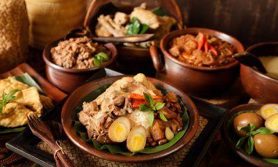 Nasi gudeg makanan khas Yogyakarta siap disantap.