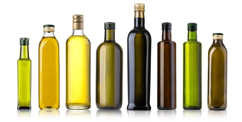 Banyak botol berisi minyak zaitun untuk masak.