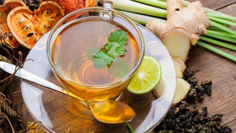 teh herbal kunyit jahe disajikan.