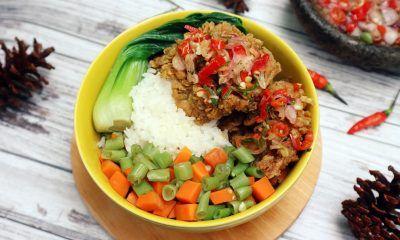 Resep rice bowl kekinian disajikan.