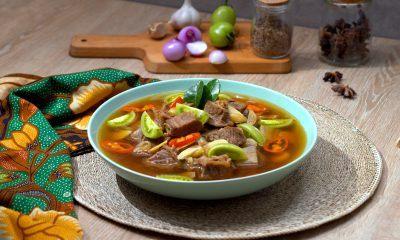 Asem-asem daging khas Semarang disajikan.
