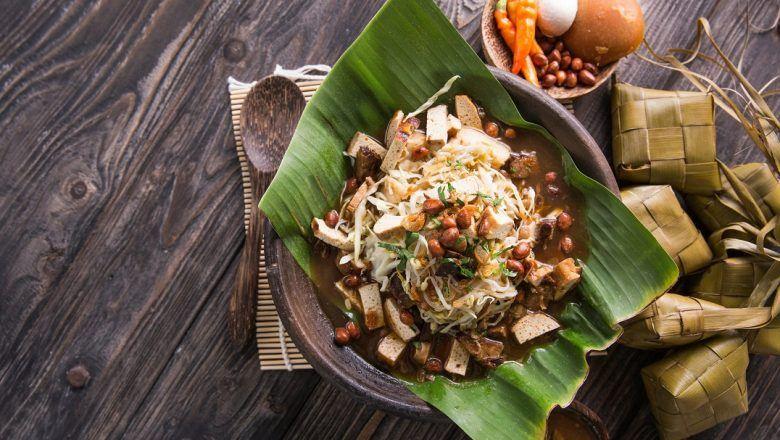 Tahu Gimbal, street food khas Semarang.